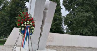 spomenik hrvatskim braniteljima otočac