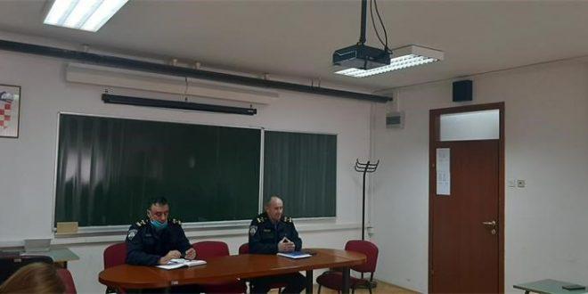 U Policijskoj upravi ličko-senjskoj održan radni sastanak u vezi omogućavanja optimalne protočnosti prometa u zimskim uvjetima na cestama